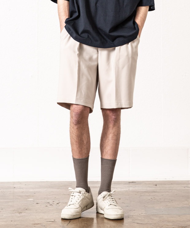 T/R Stretch Double Cloth Two Tuck Short Pants - IVORY