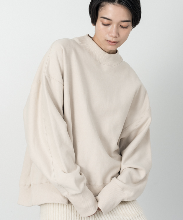 Loose Silhouette High Neck Vintage Sweat - BEIGE