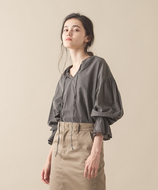 Pigment Gathered Blouse - GRAY